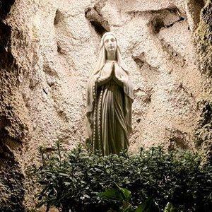 La Madonna Pellegrina di Lourdes